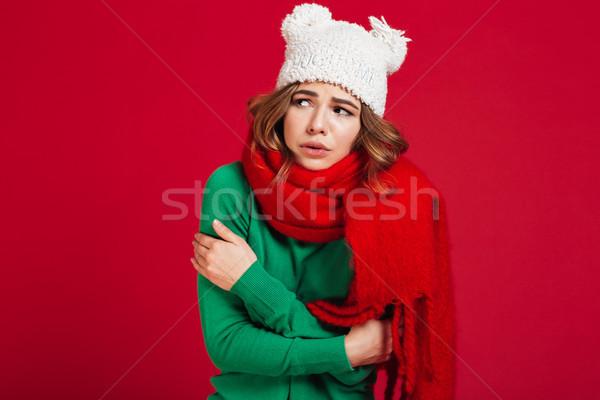 Confondre brunette femme chandail drôle chapeau Photo stock © deandrobot