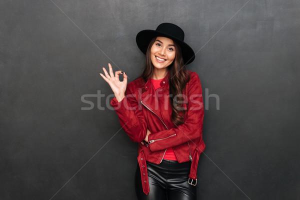 Mutlu genç kadın şapka tamam Stok fotoğraf © deandrobot