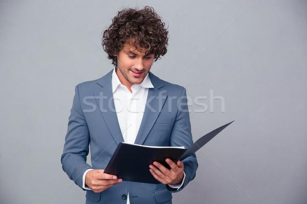 Stock fotó: üzletember · olvas · iratok · mappa · portré · jóképű