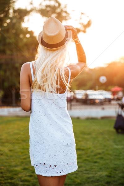 вид сзади женщину белое платье Hat молодые Сток-фото © deandrobot