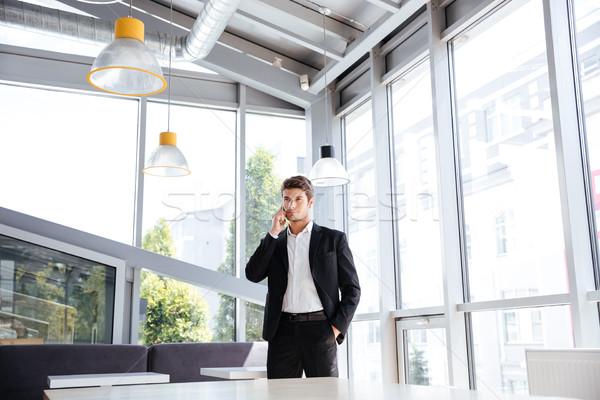 бизнесмен Постоянный говорить сотового телефона кафе красивый Сток-фото © deandrobot