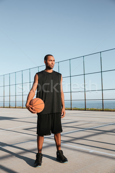 Geconcentreerde aantrekkelijk basketbal permanente speeltuin Stockfoto © deandrobot