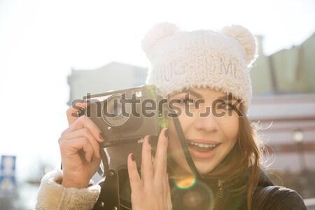信じられない 若い女性 カメラマン 画像 徒歩 通り ストックフォト © deandrobot