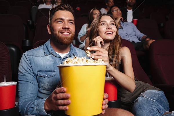 Jonge lachend paar groot popcorn Stockfoto © deandrobot