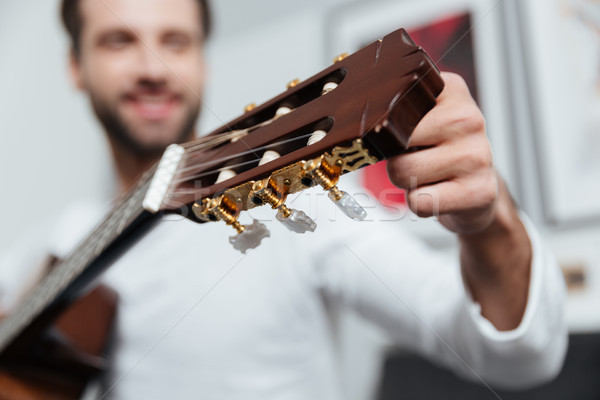 Stock fotó: Boldog · férfi · ül · kanapé · fókusz · gitár