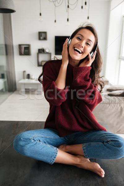 Heureux asian femme casque écouter de la musique Photo stock © deandrobot