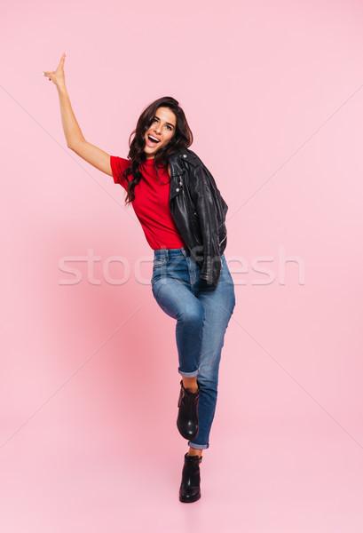 Image insouciance brunette femme posant Photo stock © deandrobot