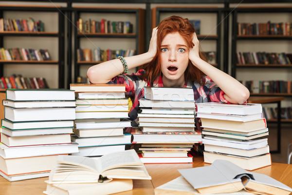 Désespérée adolescente séance bibliothèque table grand Photo stock © deandrobot