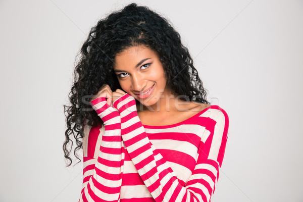 Glimlachend afro amerikaanse vrouw naar camera Stockfoto © deandrobot