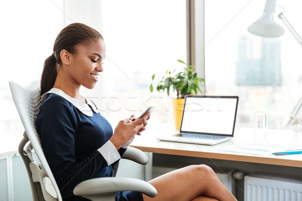 Сток-фото: африканских · бизнеса · Lady · телефон · вид · сбоку · сидят
