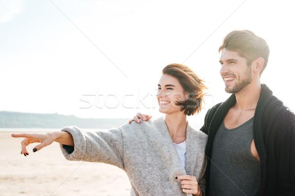 Stok fotoğraf: Gülme · çift · ayakta · plaj · işaret · parmak