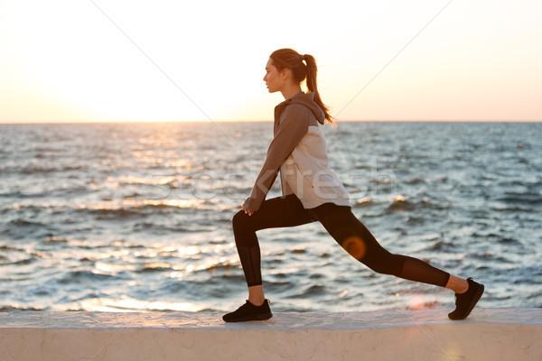 写真 フィット 若い女性 ストレッチング 行使 ストックフォト © deandrobot