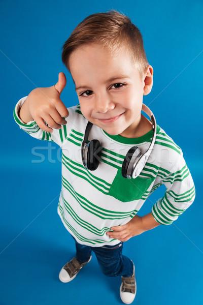 Pionowy górę widoku obraz młody chłopak stwarzające Zdjęcia stock © deandrobot