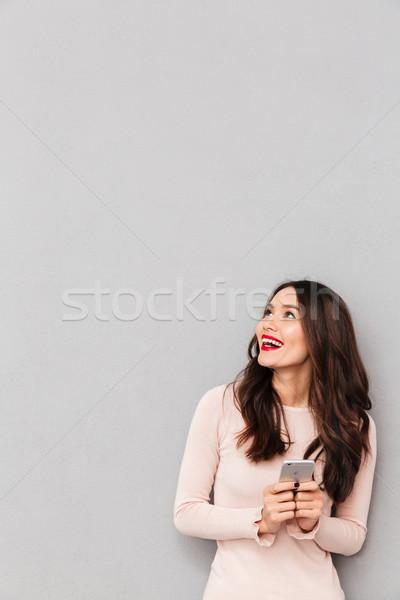 Elégedett mosolyog felnőtt lány piros ajkak tart Stock fotó © deandrobot