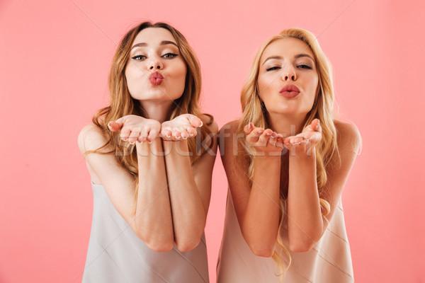 Dwa dość kobiet piżama powietrza patrząc Zdjęcia stock © deandrobot