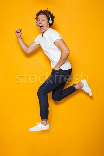 Photo jeunes excité Guy cheveux bouclés Photo stock © deandrobot