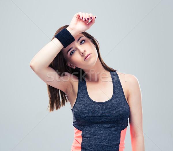 Femme de remise en forme sueur sourcil belle gris regarder Photo stock © deandrobot