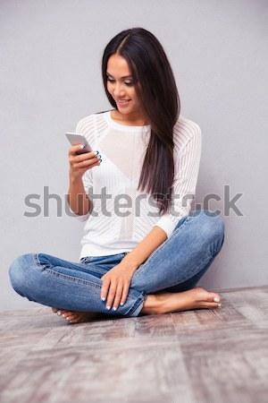 Nő ül táska szék olvas könyv Stock fotó © deandrobot