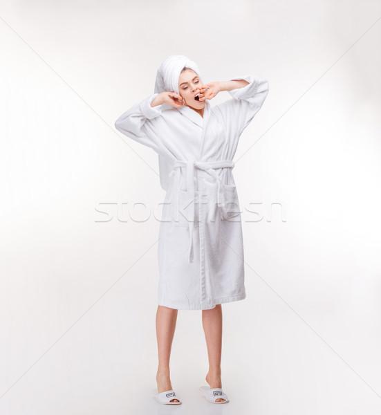 Nyugodt nő törölköző fej nyújtás ásít Stock fotó © deandrobot