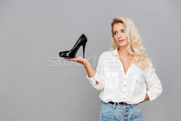 Zaklatott szomorú nő tart cipők pálma Stock fotó © deandrobot