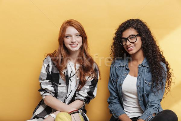 Portré kettő boldog vonzó fiatal nők citromsárga Stock fotó © deandrobot