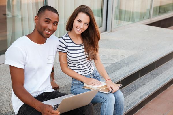 Vrolijk vergadering met behulp van laptop buitenshuis Stockfoto © deandrobot