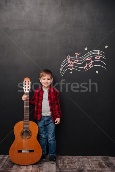Stock fotó: Kicsi · fiú · tart · gitár · fekete · kréta