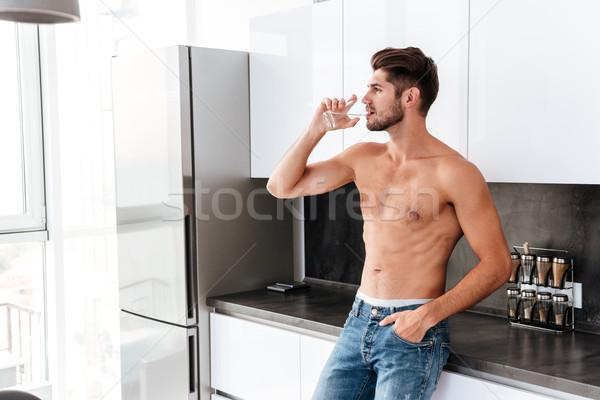 Bel homme potable cuisine élégant torse nu jeune homme Photo stock © deandrobot
