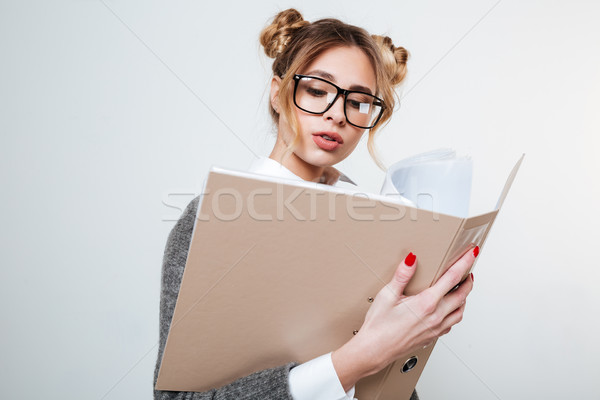 Concentré belle jeune femme verres dossier Photo stock © deandrobot