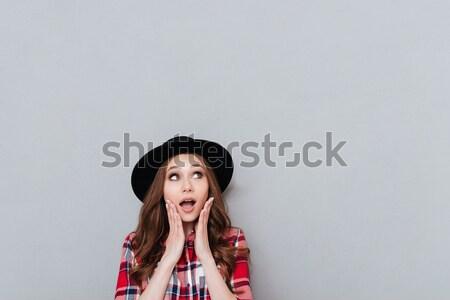 Portré lány kalap kockás póló mosolyog Stock fotó © deandrobot