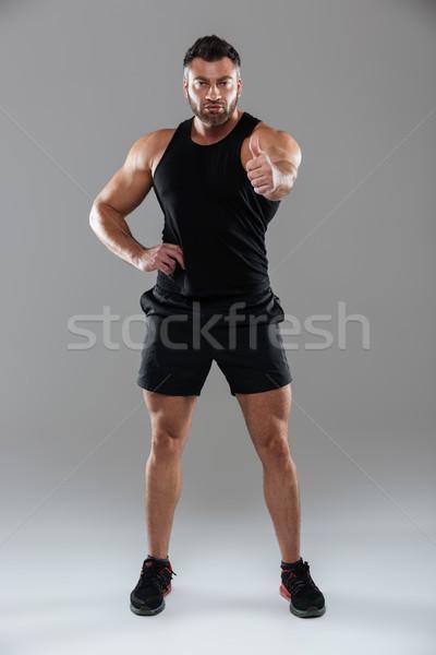 Tam uzunlukta portre güçlü erkek vücut geliştirmeci ayakta Stok fotoğraf © deandrobot