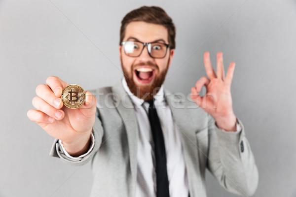 Közelkép portré elragadtatott üzletember öltöny mutat Stock fotó © deandrobot