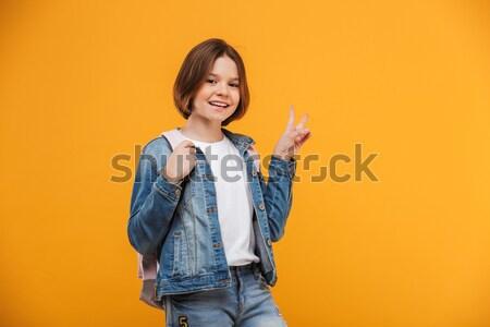 Porträt aufgeregt wenig Schülerin Musik hören Kopfhörer Stock foto © deandrobot