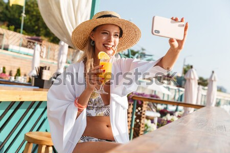 Foto belo mulher jovem 20s chapéu de palha Foto stock © deandrobot