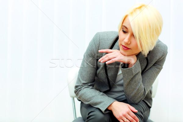 ストックフォト: 小さな · 沈痛 · 女性実業家 · 座って · 椅子 · 下向き