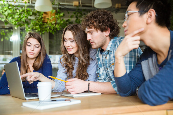 Csoport üzleti partnerek megbeszél új projekt iroda Stock fotó © deandrobot
