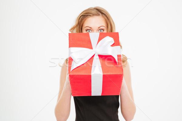 Aranyos fiatal nő rejtőzködik arc ajándék doboz Stock fotó © deandrobot