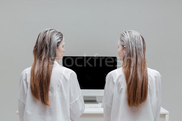 Due moda donne guardando monitor mistica Foto d'archivio © deandrobot