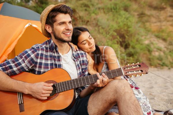 Zdjęcia stock: Młodych · szczęśliwy · para · gry · gitara · posiedzenia