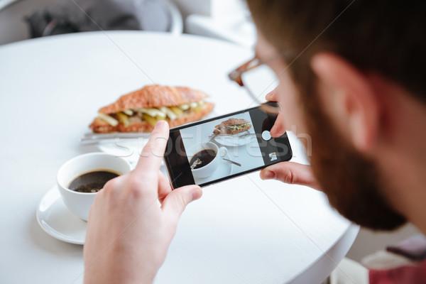 Oldalnézet férfi elvesz fotó étel kávézó Stock fotó © deandrobot