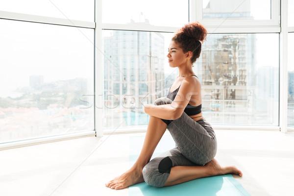 Bella sani donna difficile esercizio Foto d'archivio © deandrobot