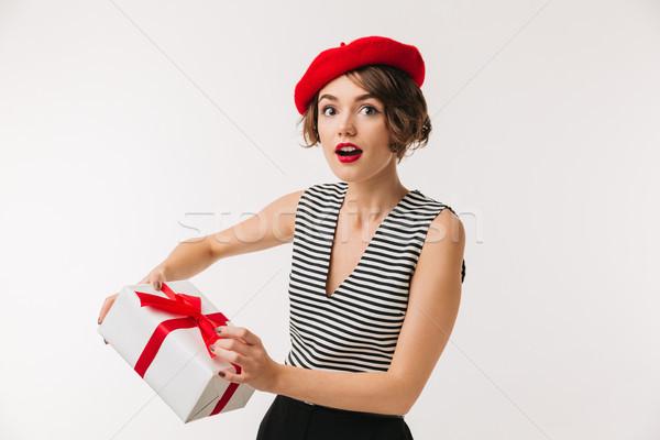 Retrato surpreendido mulher vermelho boina Foto stock © deandrobot