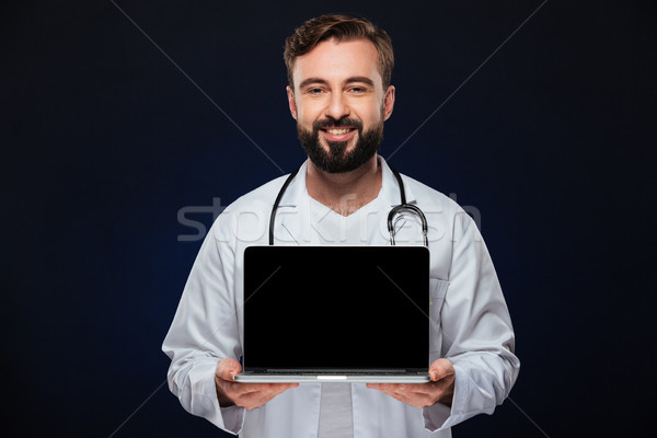 Foto stock: Retrato · doctor · de · sexo · masculino · uniforme · estetoscopio · Screen