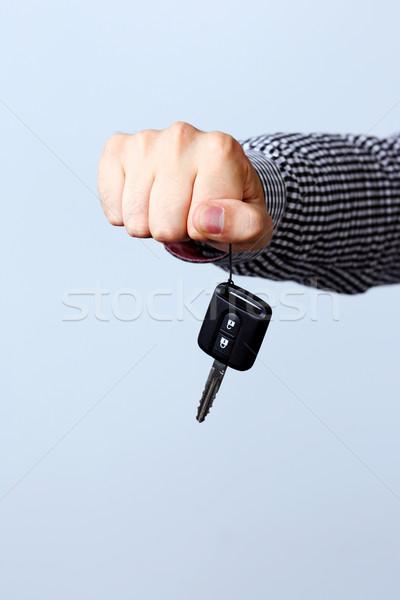 El araba anahtarları yalıtılmış gri yardım Stok fotoğraf © deandrobot