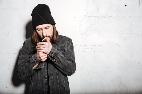 Photo stock: élégant · barbu · homme · permanent · cigarette