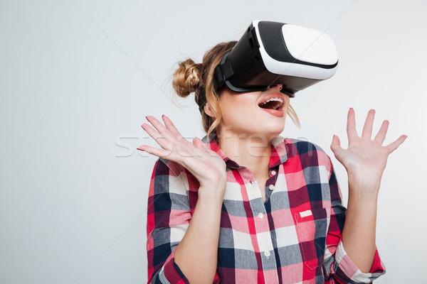 Sorprendido mujer camisa virtual realidad dispositivo Foto stock © deandrobot