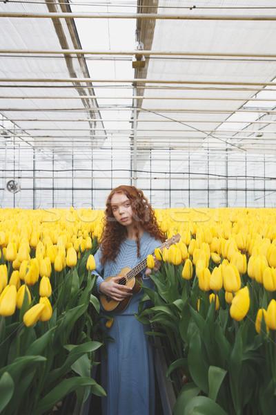 Nina guitarra tulipanes bastante pie campo Foto stock © deandrobot