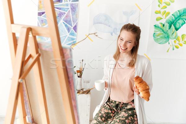 Feliz senhora pintor potável café alimentação Foto stock © deandrobot