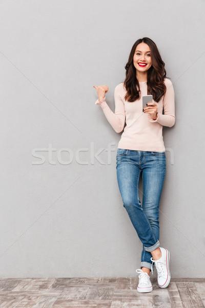 Foto glimlachend volwassen meisje rode lippen Stockfoto © deandrobot