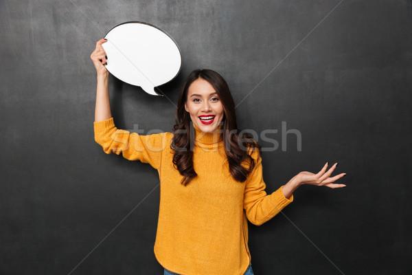 Gelukkig brunette vrouw trui tekstballon naar Stockfoto © deandrobot